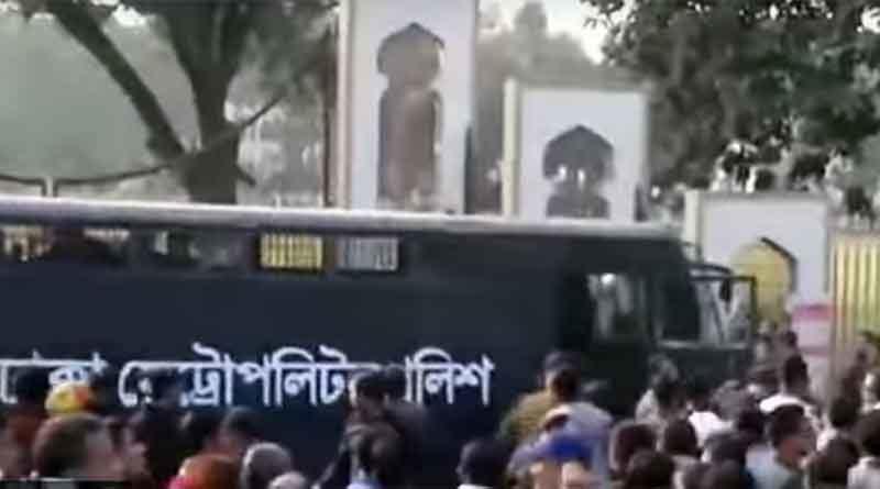 পুলিশের ওপর হামলা বিএনপির, প্রিজন ভ্যান থেকে কর্মী 'ছিনতাই'